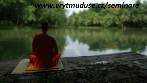 mnich_v_meditaci-620x350